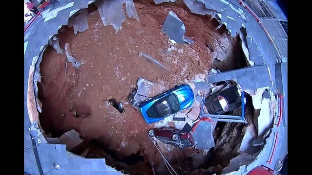 Officials Pull the Last Corvette from the Sinkhole