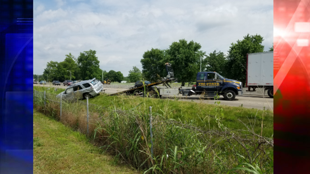 Vehicle Pulling Trailer Loses Control on the Lloyd