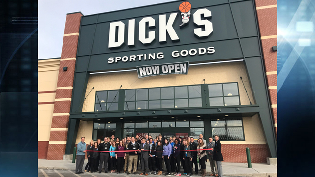 Ribbon cutting held for new Dick's Sporting Goods location