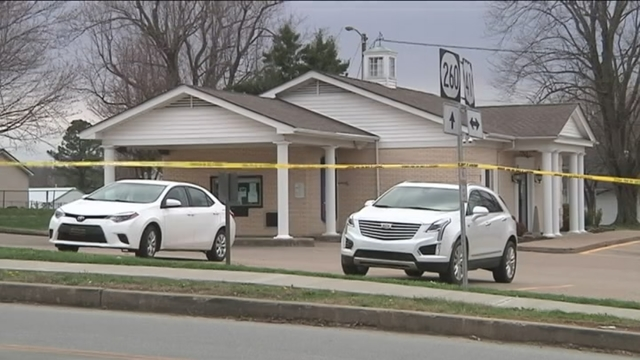 Man arrested after robbing Morgan Park bank branch